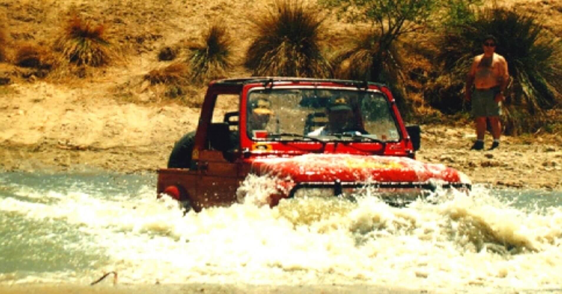 Vadeo rio de Suzuki. Rutas 4X4 en España.