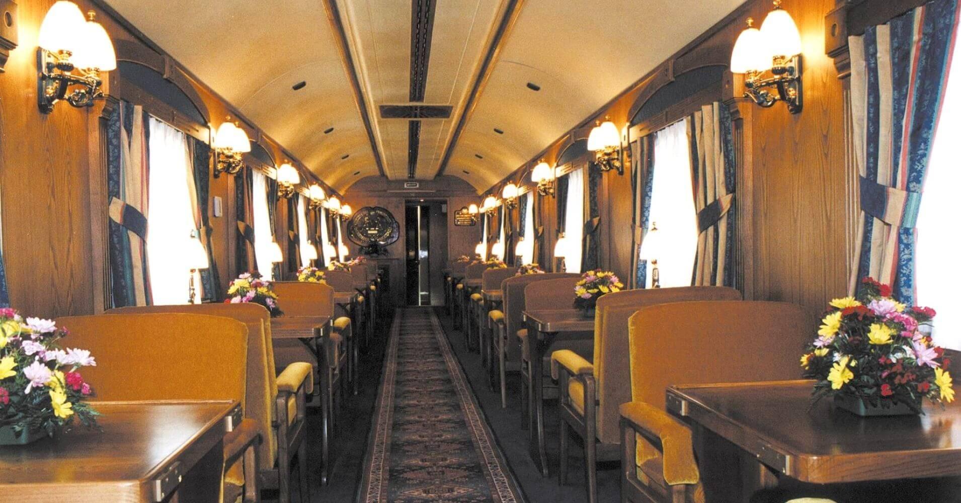 Vagón Salón de El Transcantábrico. Tren Turístico del Norte de España.