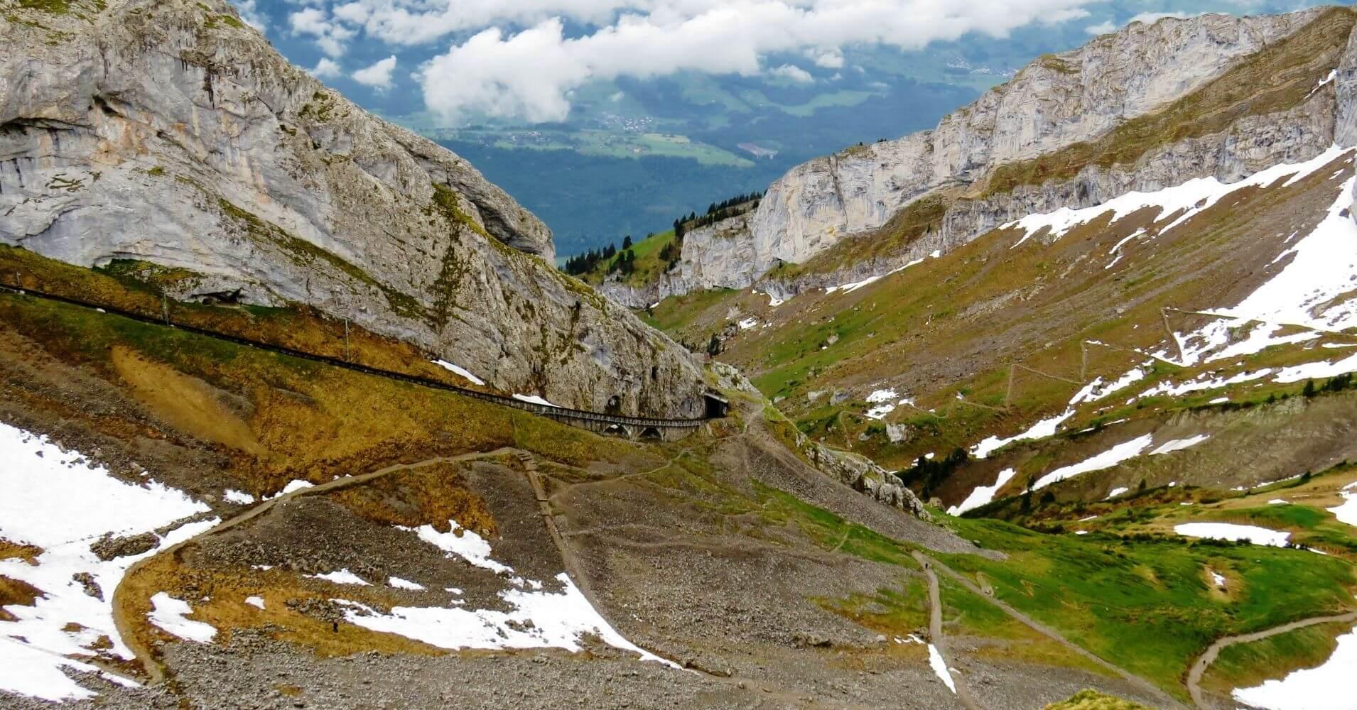 Verticalidad del Tren de Cremallera del Monte Pilatus, Suiza.