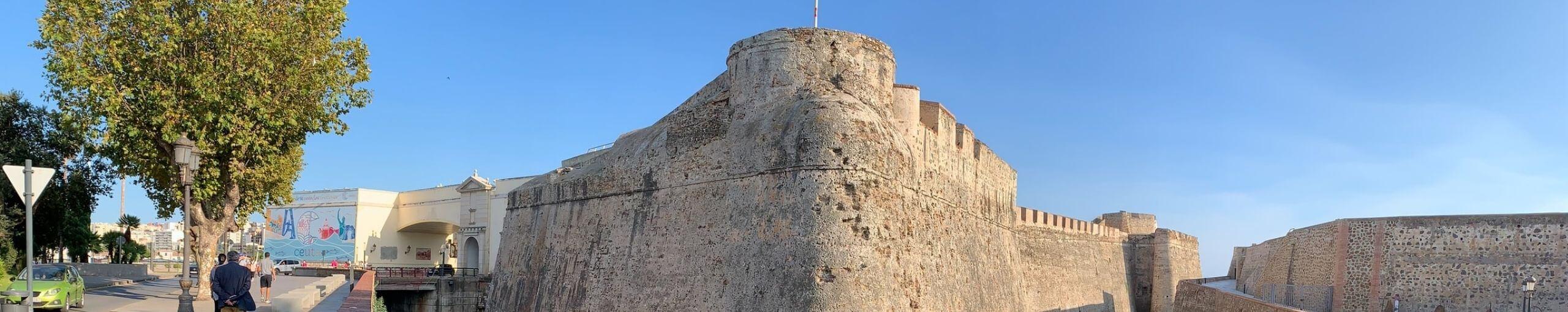 Viajar a Ceuta. Murallas Reales.