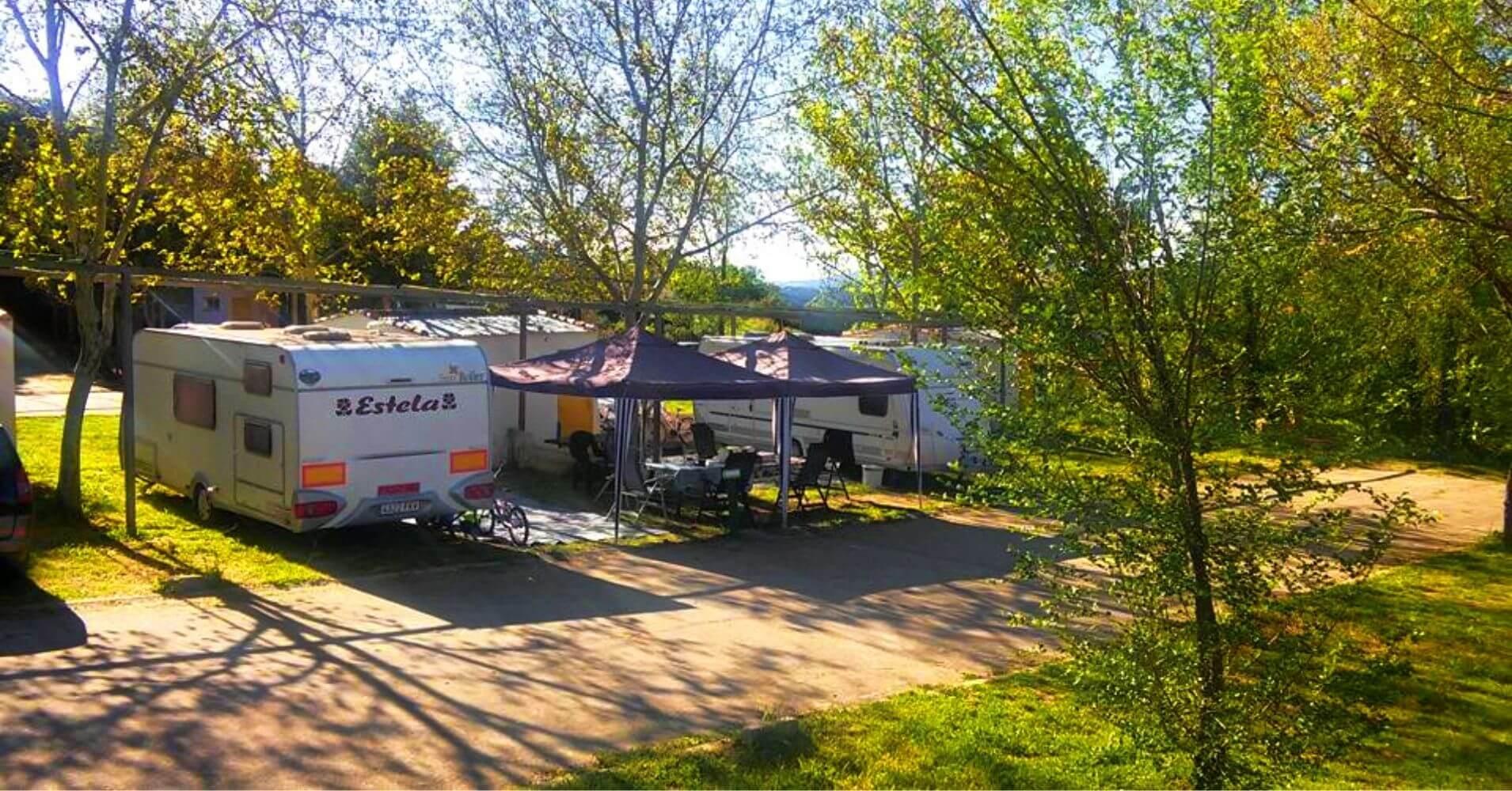 Zona de Parcelas Camping Navahermosa La Milagra. Toledo, Castilla La Mancha.
